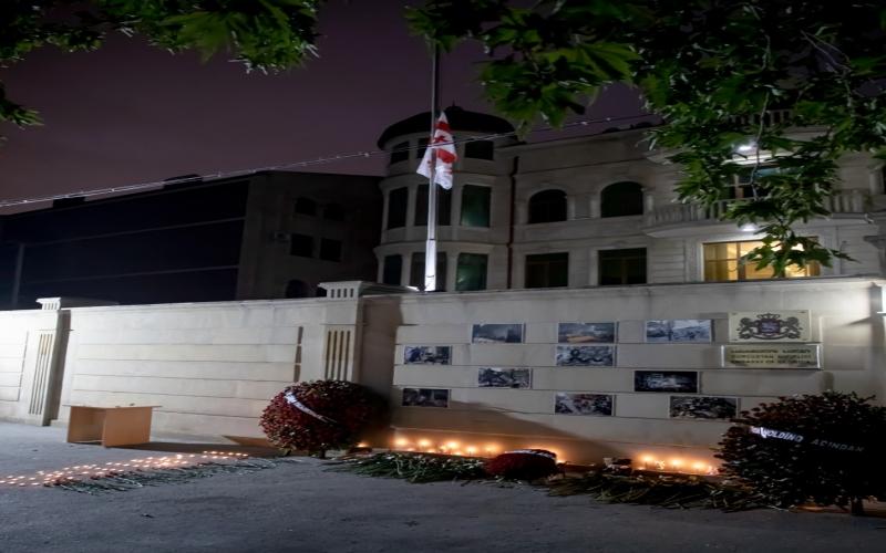 Gürcustanda dövlət bayrağı endirilib