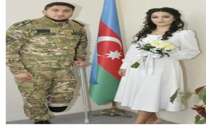 Qənirə Paşayeva qazi zabitimiz Abbas Yusifov və onun xanımı ilə görüşüb