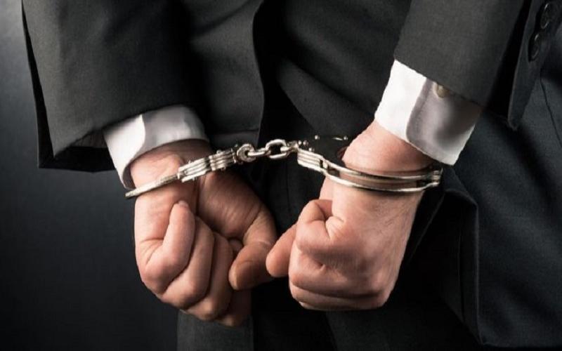 Həkimlərin maaşını mənimsəyən direktora cinayət işi açıldı