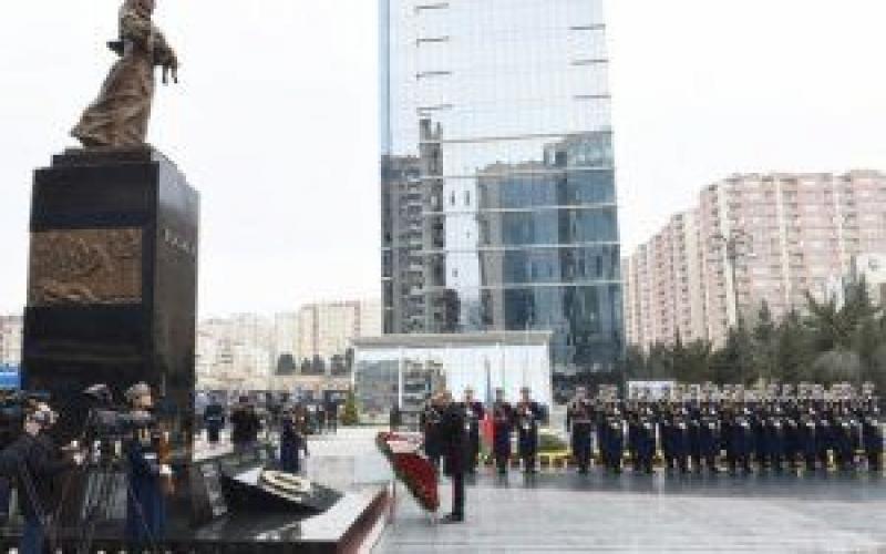 """Azərbaycan Prezidenti """"Ana harayı"""" abidəsini ziyarət edib"""