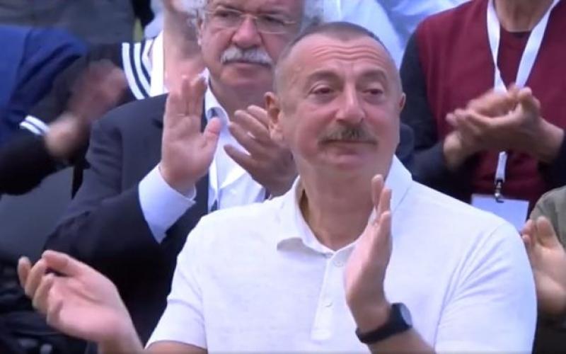 """""""Xarıbülbül"""" festivalında təsirli anlar -  VİDEO"""