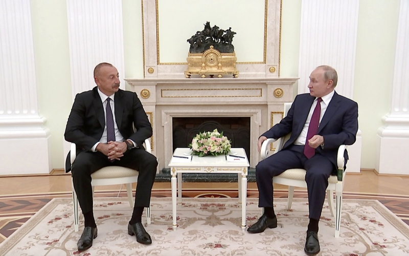 İlham Əliyev və Vladimir Putin Moskvadan İrəvana mesaj verdi