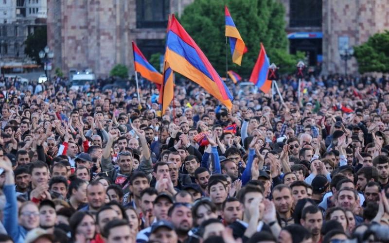 """Ermənistan hakimiyyətinin """"müstəqillik"""" şousu"""