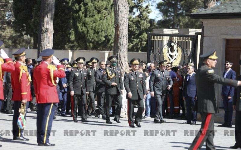 Zakir Həsənov II Fəxri xiyabanı ziyarət edib
