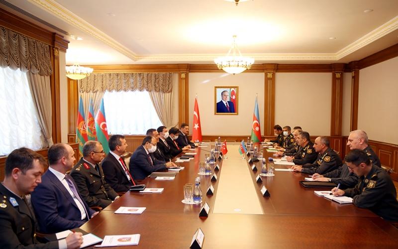 Azərbaycan-Türkiyə hərbi əməkdaşlığı  müzakirə olundu