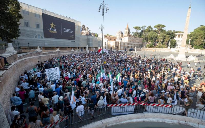 İtaliyada polislə etirazçılar toqquşdu -  Yaralılar var